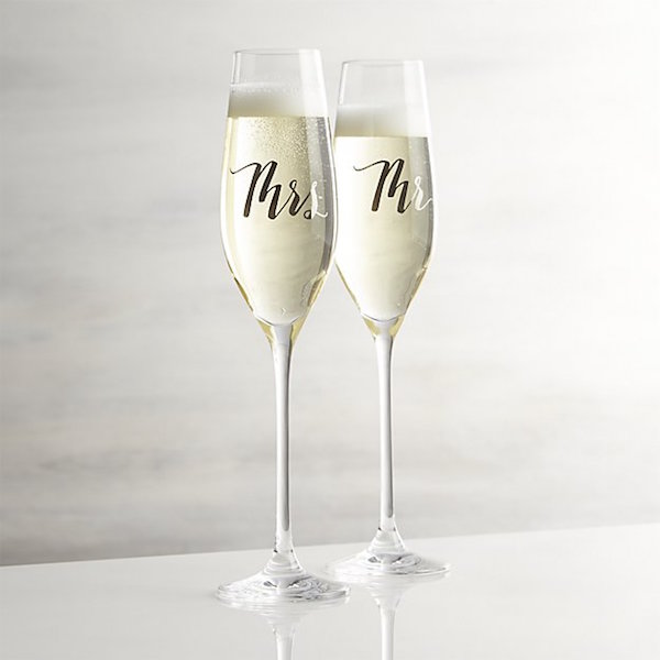 9 chic gifts to get your bride-to-be BFF that she'll LOVE and actually use | Hanger.io